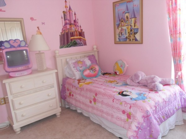 Amazing-little-girls-bedroom-ideas-with-disney-theme-and-cute-castel-wall-decal-as-well-as-small-bedding-set-disney-theme