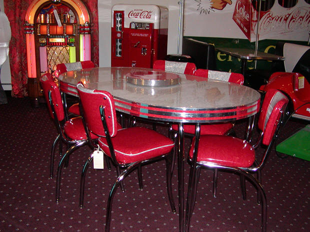 Retro table and chairs for your wonderful house seeur - Table cuisine retro ...