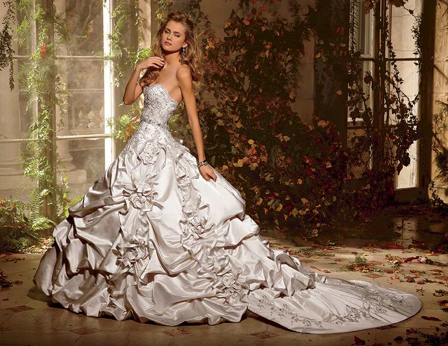 Princesses wear a wedding dress seeur for What kind of dress do you wear to a wedding