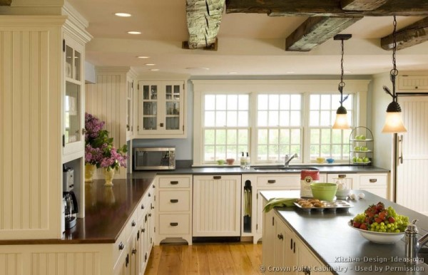 kitchen-cabinets-traditional-white-119-cp009c-island-ceiling-beam-wood-floor-pendant-lights