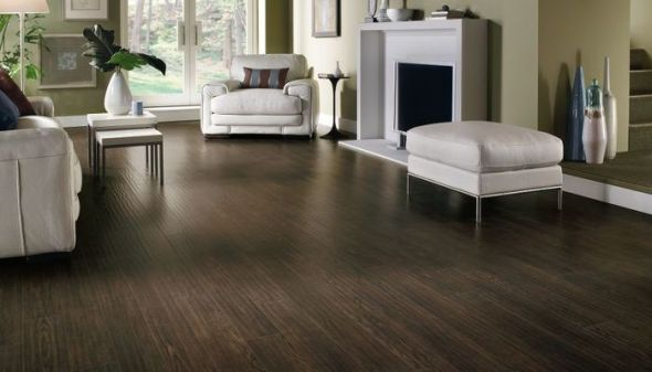 Laminate wood floor with great and attractive design seeur for Bedroom ideas dark wood floor