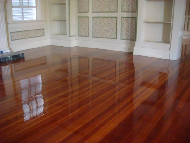 Laminate wood floor with great and attractive design seeur for Laminate flooring york