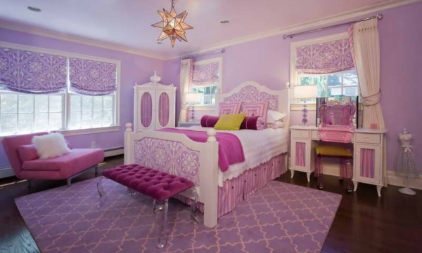 Lil-Girl-Bedroom-Design-With-Feather-Pillow