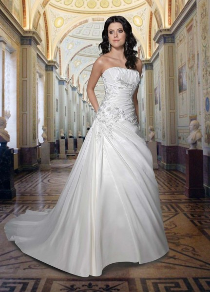 Satin-strapless-wedding-dress-736x1024