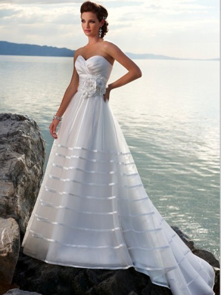 strapless-wedding-dresses-beach