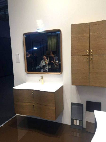Gold accents for the bathroom vanity drawers