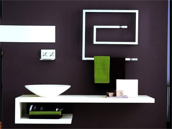 Bruna Rapisarda Snake minimal line modern bathroom with towel heater
