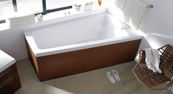 Duravit natural wood and white bathroom with tub