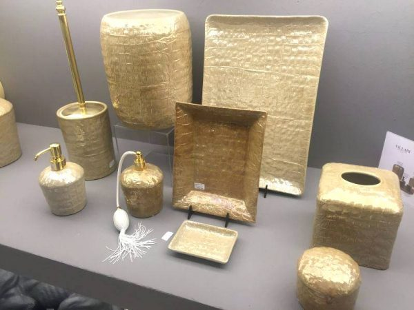 Gold bathroom accessories set
