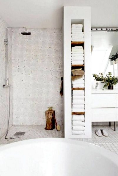 Doorless walk in shower