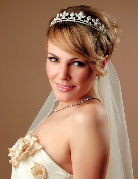Wedding-hairstyles-for-short-hair-with-tiara