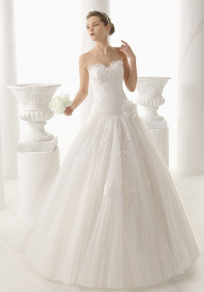 dramatic-floor-length-princess-sweetheart-tulle-lace-wedding-gowns-with-appliques_III