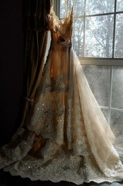 vintage lace wedding gowns with sleeves