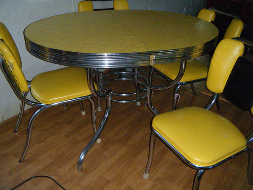 yellow-formica-table-designs