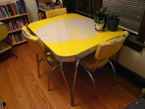 yellow-formica-table-styles