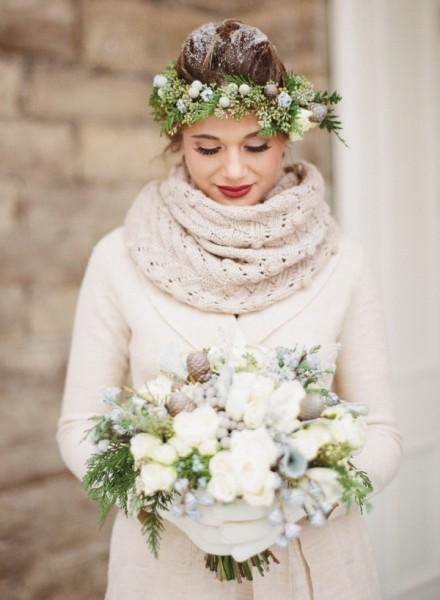 Winter-bride-in-scarf