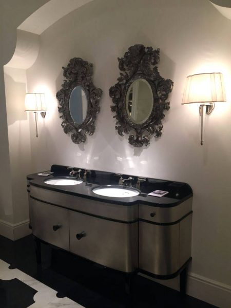 Black is a luxury color for bathroom