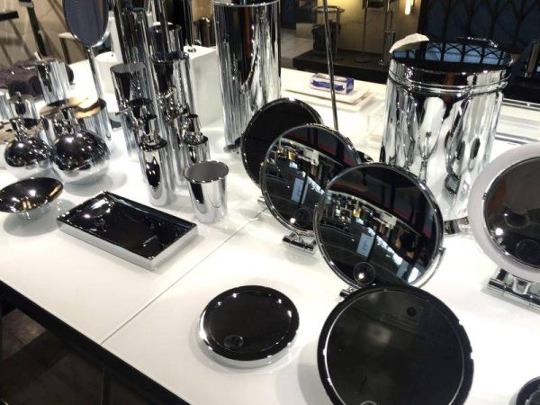 Cool bathroom accessories set mirrored style