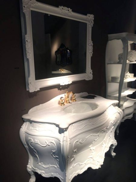 Traditional somptuous bathroom vanity