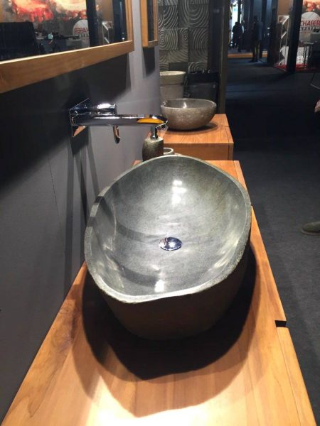 Vessel shapped stone sink