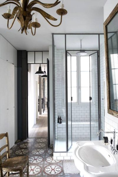 Frame walk in shower design