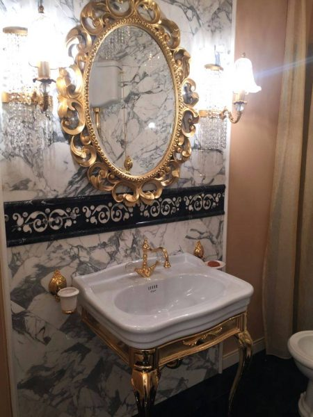 Gold bathroom mirror with a big impact for luxury homes